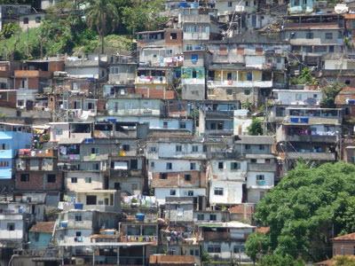 In den Favelas von Rio de Janeiro ist die Kriminalität besonders hoch.