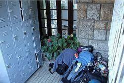 Wertgegenstände immer im Schließfach aufbewahren. - Gefahr Hostel Rio